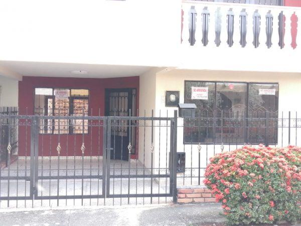 Casa 2 Pisos Villa Carolina