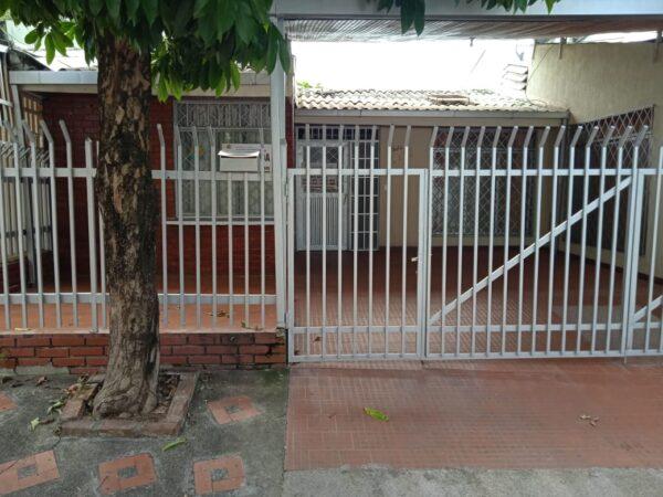 Casa en barrio Buganviles